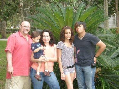 Homero Leon and family